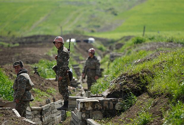 Армянские солдаты на позициях в Нагорном Карабахе