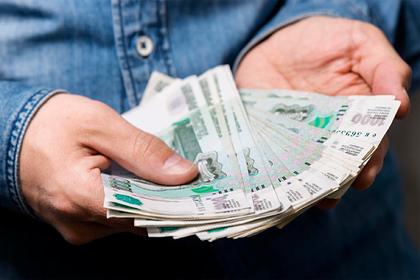 Названо число снизивших зарплаты россиянам компаний