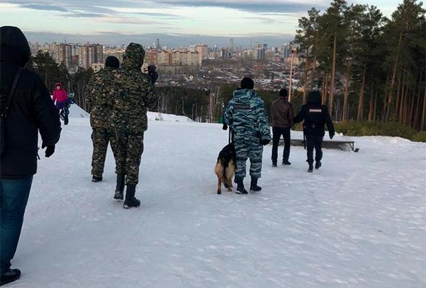 Алексей Александров на месте совершенного им двойного убийства