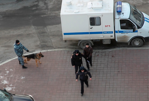 Алексея Александрова доставляют на допрос к следователю