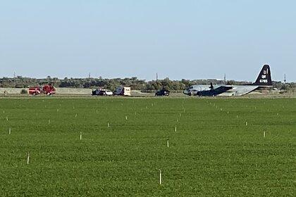 Самолет в поле после жесткой посадки