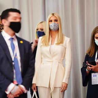 Иванка Трамп (в центре)