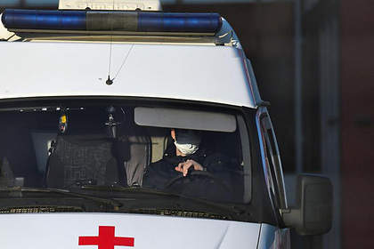 Доктор Мясников перечислил требующие вызова врача симптомы коронавируса