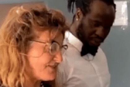 68-летняя фанатка секс-туризма перевела африканцу тысячи евро и стала его женой