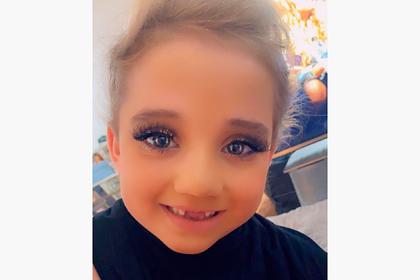 Чересчур яркий макияж на 6-летнем ребенке модели вызвал споры в сети