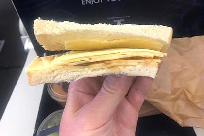 Пассажиры бизнес-класса отдали тысячи фунтов за полет и получили позорный обед