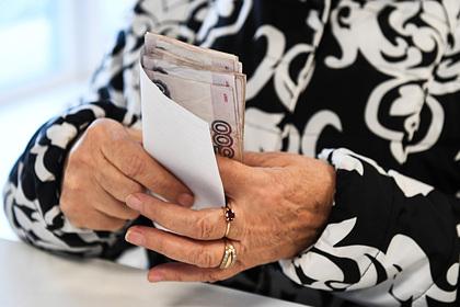 Проблемы с пенсиями в России объяснили размером государства