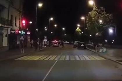 Гибель молодой россиянки в уличной драке попала на видео
