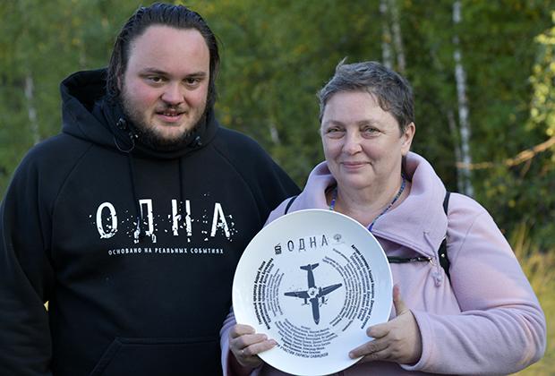 Режиссер Дмитрий Суворов и Лариса Савицкая во время съемок фильма «Одна»
