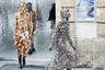 Игрой с дизайном защитных костюмов не стали пренебрегать и модельеры французского дома моды Paco Rabanne, представив публике свое видение бурки. Их манекенщицы прошлись по подиуму в сверкающих платьях-кольчугах с капюшонами, полностью закрывающими лица. От вируса они, конечно, не уберегут, но актуальной частью вечернего гардероба станут гарантированно.