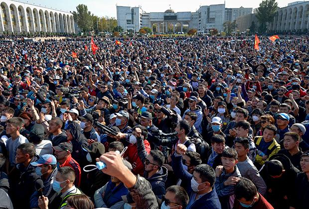 Протесты в центре Бишкека до штурма дома правительства, 5 октября