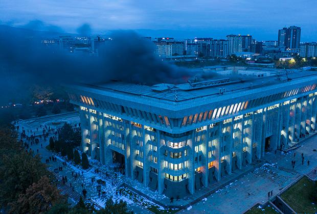 Горящий Белый дом, Бишкек