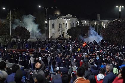 Митинг против итогов парламентских выборов в Бишкеке