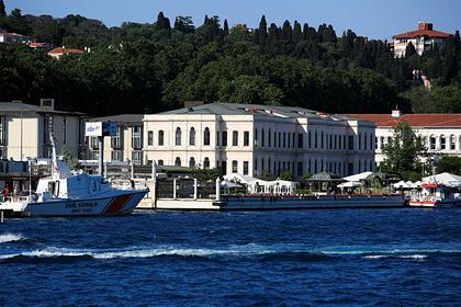 Трех россиянок закрыли в отеле в Турции без права выхода из номера