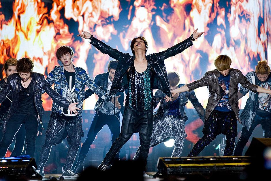 Участники групп EXO-K и EXO-M