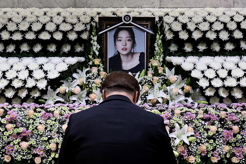 Мемориальный алтарь в честь Гу Хары, выступавшей в группе Kara