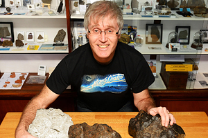 Грэм Энзор, владелец крупнейшей в Великобритании частной коллекции метеоритов