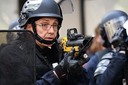 Толпа сарматурой напала наполицейский участок воФранции