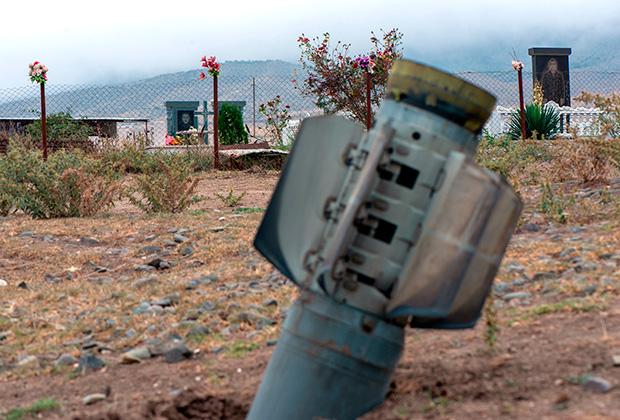 Снаряд азербайджанской РСЗО «Смерч» возле кладбища общины Иванян, Нагорный Карабах