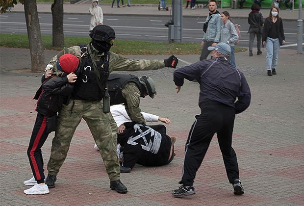 Столкновения силовиков и протестующих в Гродно