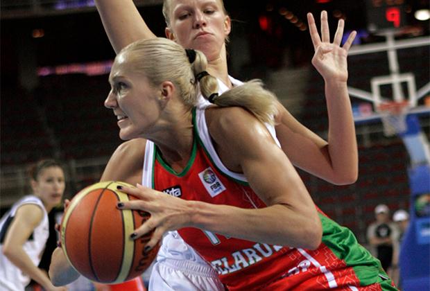 Елена Левченко (на переднем плане)