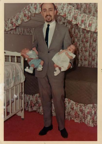 Майкл Тевис с детьми