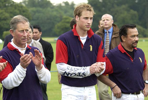 Британские принцы Чарльз и Уильям играют в поло с султаном Брунея