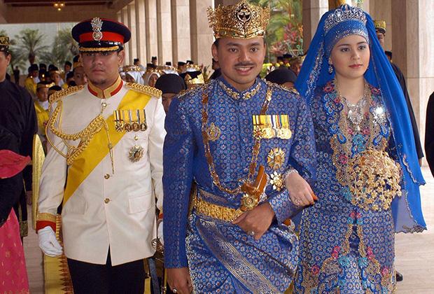 Королевская свадьба наследного принца Брунея Даруссалама Хаджи джал-Мухтади Биллаха и Даянгку Сары Бинти Пенджиран Саллех Аб Рахаман, 2004 год