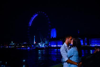 Живущим раздельно британским парам запретили встречаться из-за пандемии