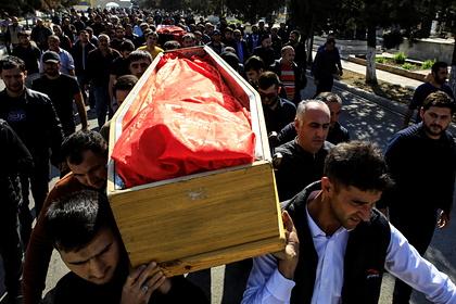 Похороны жертвы обстрелов города Гянджи