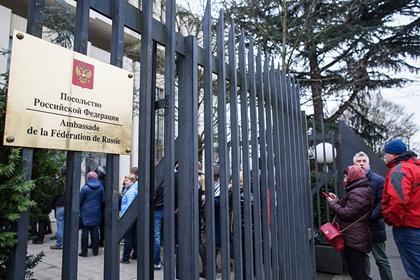 Россия открестилась отсвязей собезглавившим французского учителя чеченцем