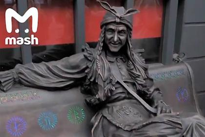 Скульптуру Бабы-яги похитили в Лондоне