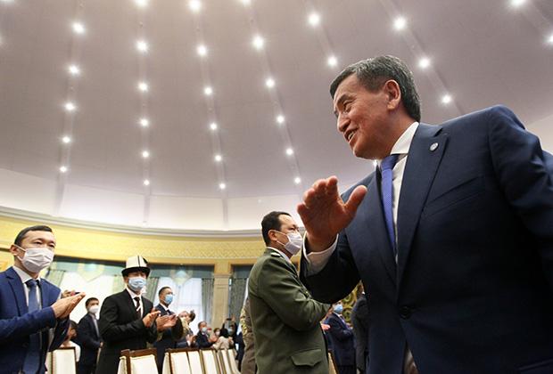 Экс-президент Сооронбай Жээнбеков на заседании по рассмотрению своей отставки