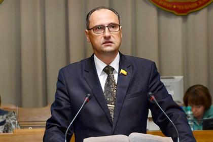Отбиравшего квартиры депутата решили выгнать из «Единой России»