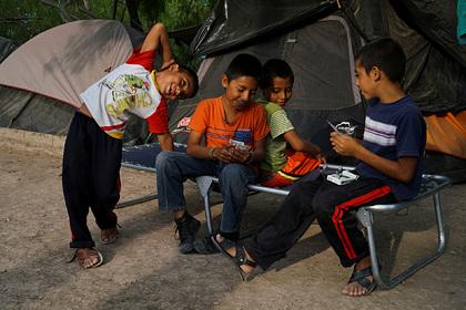 На границе США потеряли родителей 545 детей-мигрантов