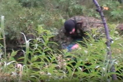 Полицейские заставили россиянина поймать лосося и пошли под суд