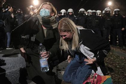 Протестующих из-за запрета абортов поляков жестко разогнали