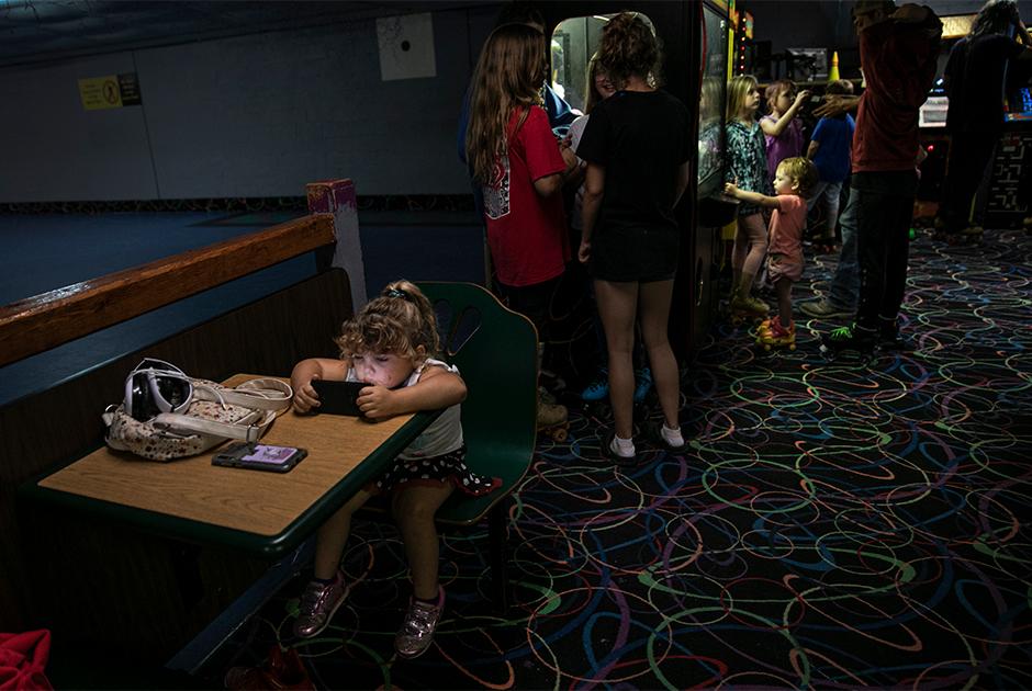 Дети в развлекательном центре в городе Анна