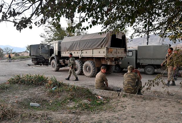 Азербайджанские военные при въезде в город Джебраил