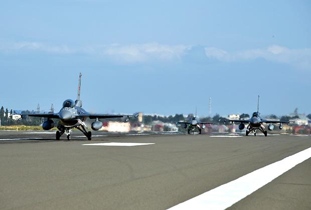 Самолеты F-16 ВВС Турции на учениях в Азербайджане, июль 2020