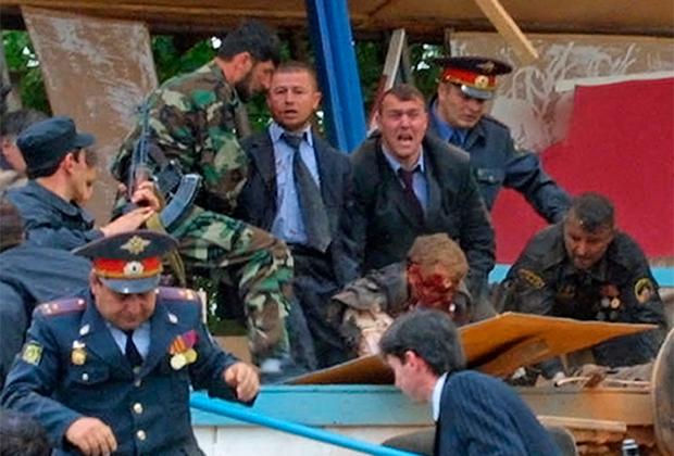 Место взрыва на стадионе «Динамо» в Грозном. В результате теракта погиб президент Чечни Ахмат Кадыров