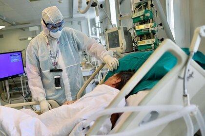 Спрогнозирован спад заболеваемости коронавирусом в России