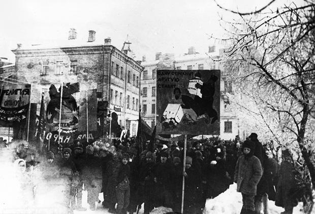 Антицерковная демонстрация в Москве, 1923 год