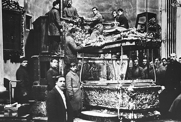 Вскрытие раки с мощами Александра Невского. Петроград, 1922 год
