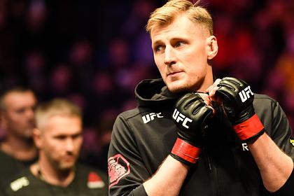 Волков нокаутировал Харриса на UFC 254