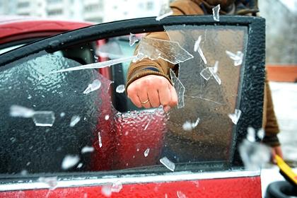 Эксперт предупредил об опасности езды на автомобиле с открытыми окнами