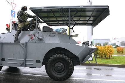В центр Минска начали стягивать спецтехнику и силовиков