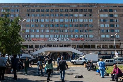 К раненому в Карабахе российскому журналисту пришли депутаты из Франции