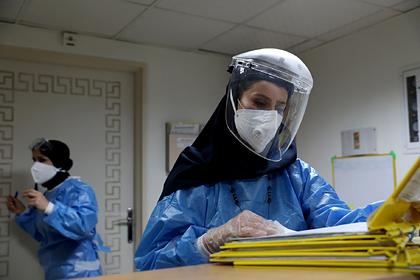 Иран признал смерть одного человека от коронавируса каждые четыре минуты