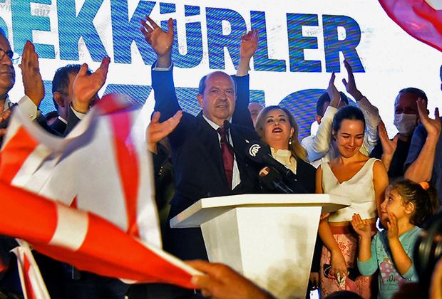 Эрсин Татар после победы на выборах